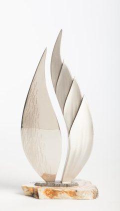 Una Pluma table top sculpture view 1