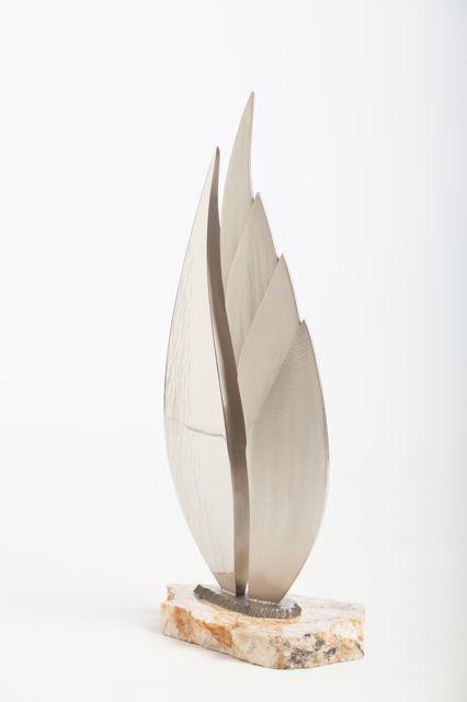 Una Pluma table top sculpture view 2
